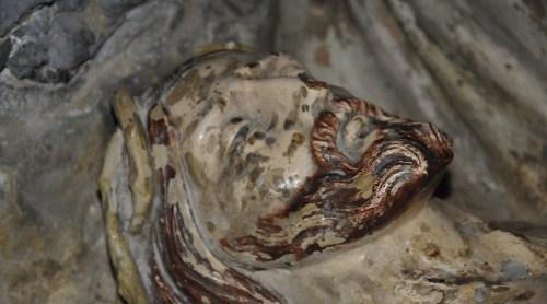Le christ dans le tombeau de l'église d'Esperaza, ni mort ni vivant