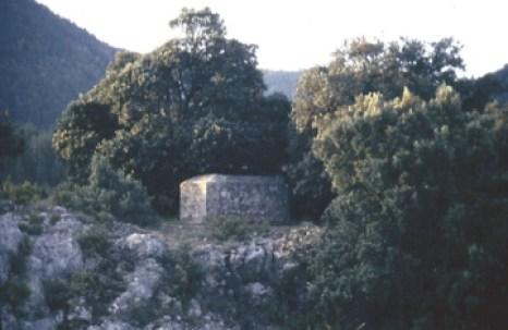 Les Bergers d'Arcadie Nicolas Poussin - Le Tombeau des Pontils tel qu'il était encore visible dans les années 1980