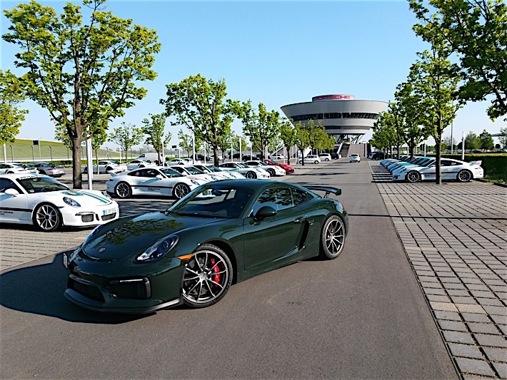 Porsche Cayman GT4 in Brewster Green_15
