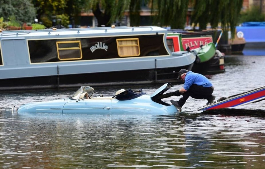 Porsche 356 Rescue Attempt