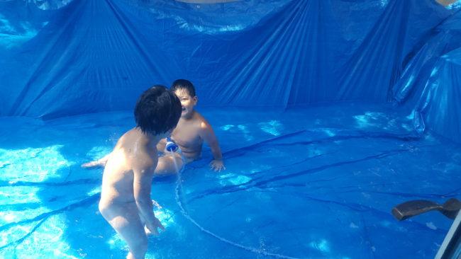 ブルーシート巨大 プールであそぶよ~