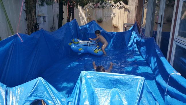 ブルーシート巨大プール