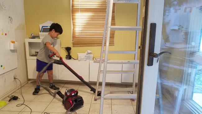 フロアタイル貼る前の清掃