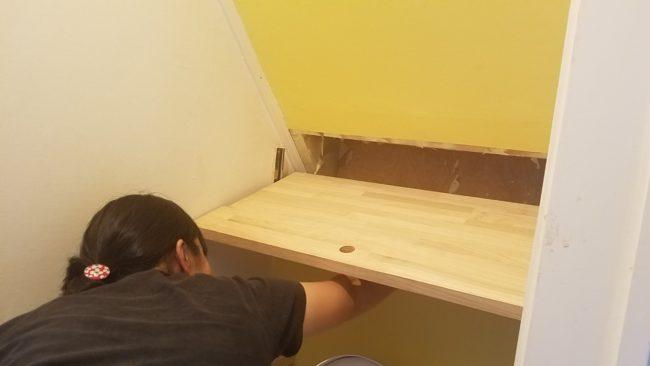 階段下収納DIYで取り付け