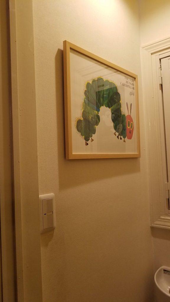 壁に絵を飾ってみた