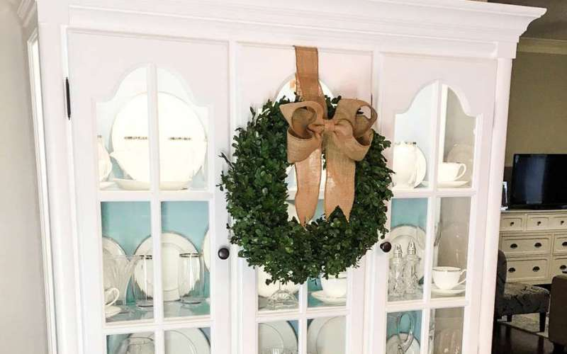 Easy Burlap Bow Tutorial {For Wreaths and Home Decor}