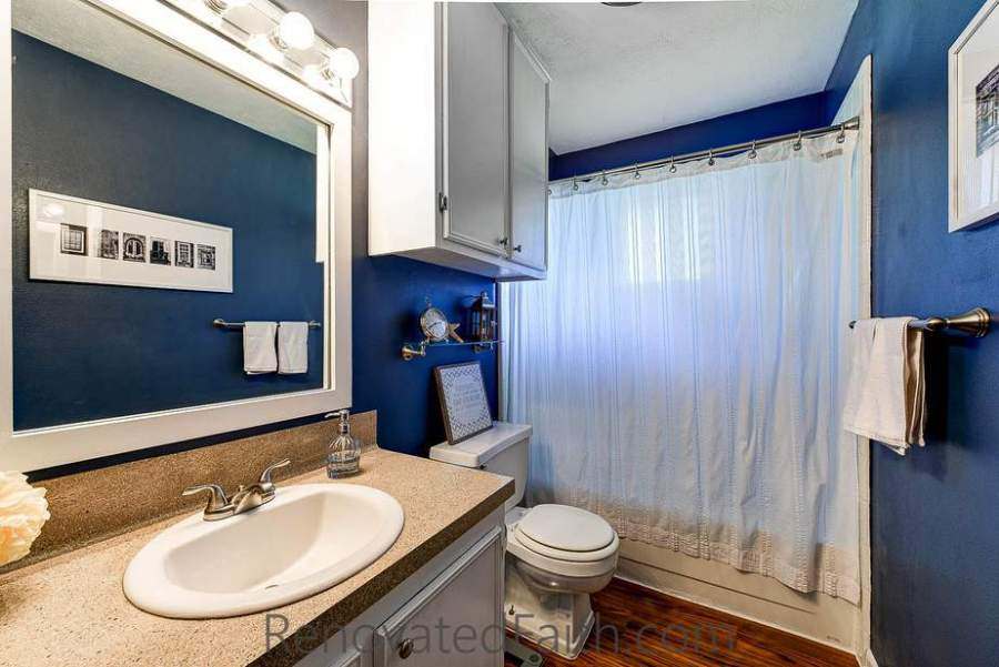 Blue Bathroom Tips for Selling Your House Fast - Do you want to maximize the return on your investment when updating your home to sell? Do you wish you could shorten the amount of time your home is on the market? Sure you do. I'm sharing my best tips for selling your house fast which helped our old house to get 24 showings and 12 offers within the first 24 hours. How To Get Your House Ready To Sell. Home Selling Tips 2018. #sellhouse