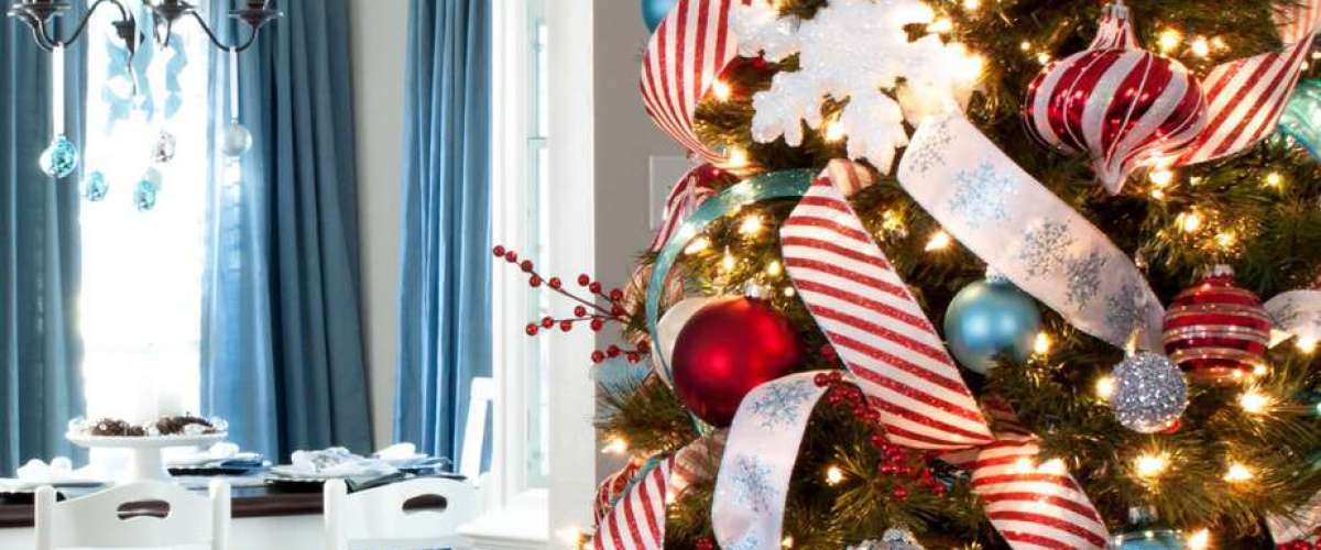 How to Add Ribbon to a Christmas Tree (with Easy Christmas Tree Ribbon Topper)