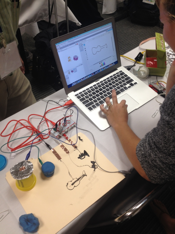 Learning hands on at the MaKeyMaKey workshop