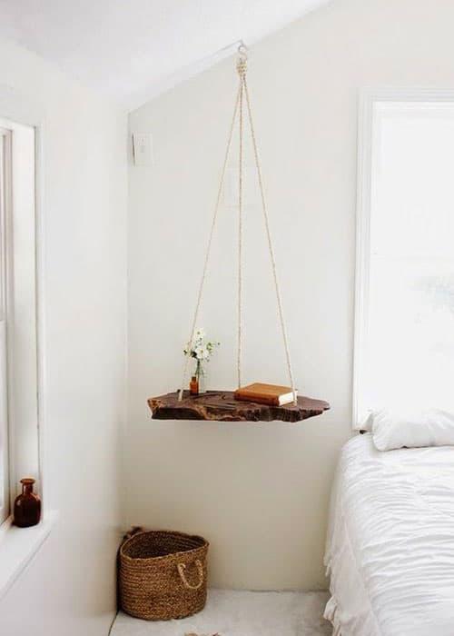 Tables de chevet suspendues pour apporter de la légèreté en tête de lit