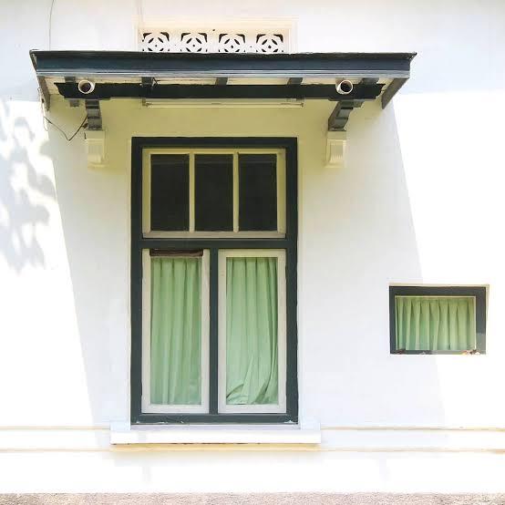 Mengganti jendela dan pintu