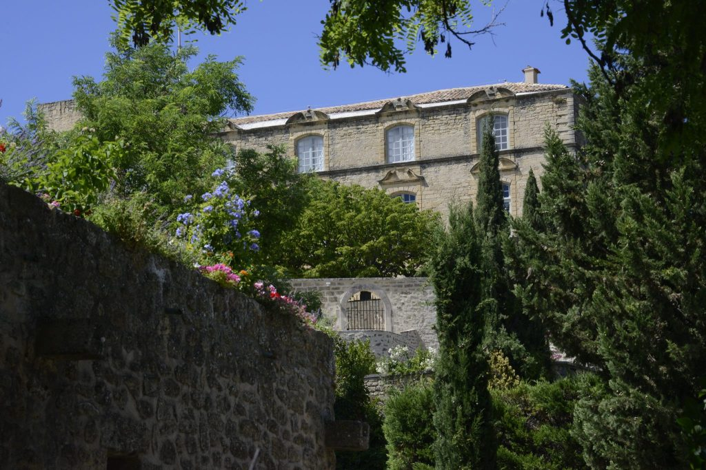 Luberon villages Provence France Lourmarin Rent-Our-Home rentourhomeinprovence Ansouis chateau