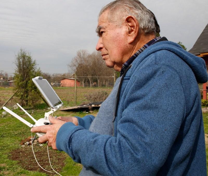 Don Germán, el operador de drones de 84 años