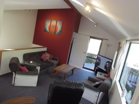 4a Weaver Street Queenstown Rent-A-Room Lounge 1