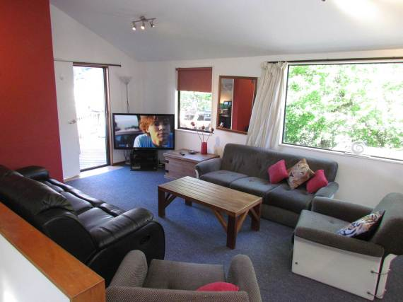 4a Weaver Street Queenstown Rent-A-Room Room Living Room b