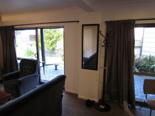 6a William Street (Down) Queenstown Rent A Room Living Room c