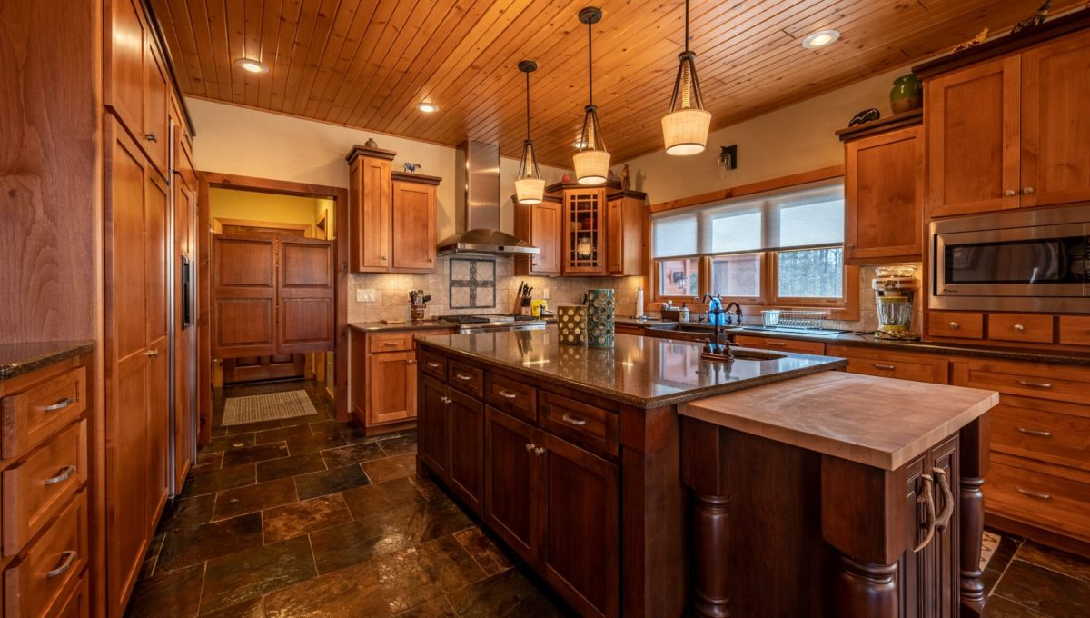 5559 Cave Point Drive-28