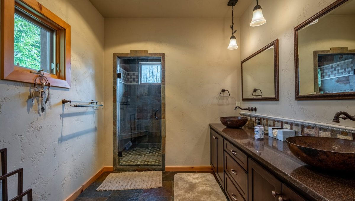 5559 Cave Point Drive-32