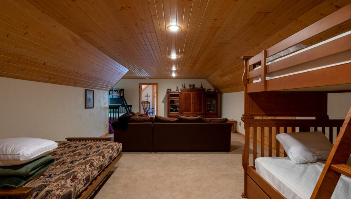 5559 Cave Point Drive-41