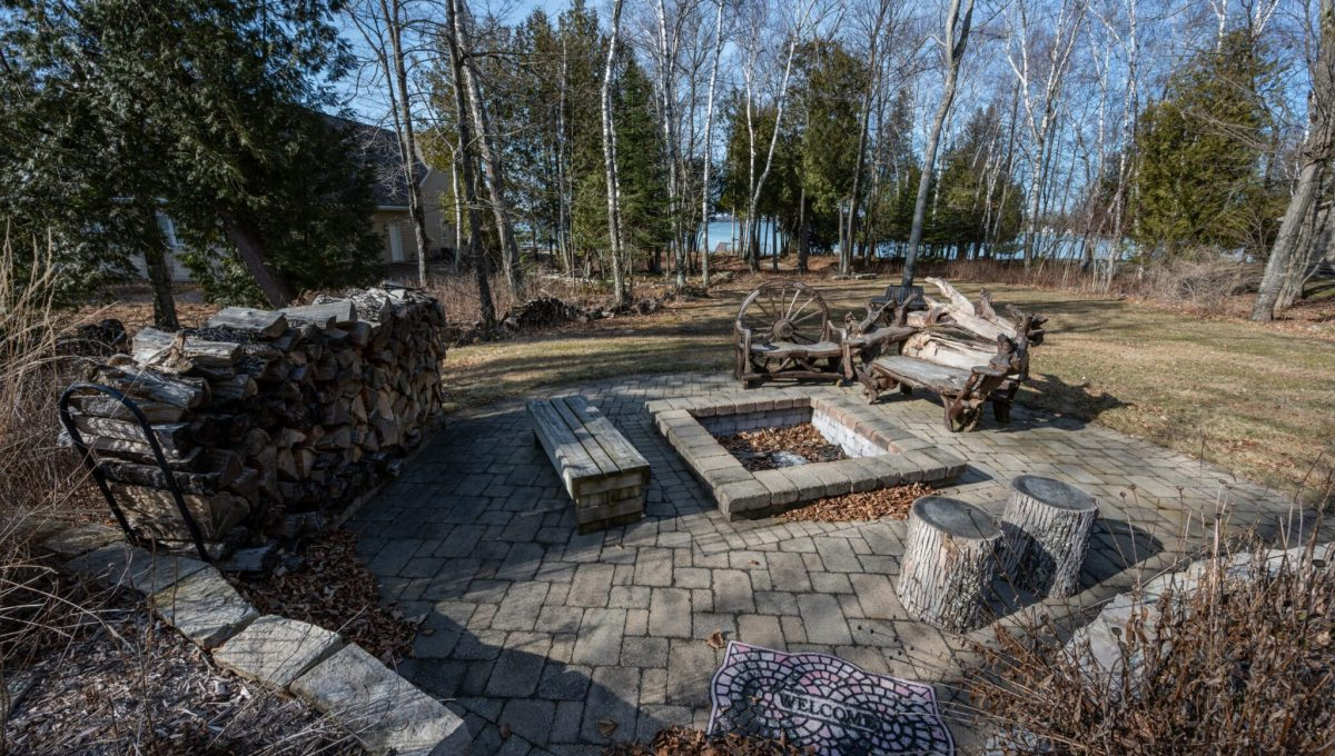 5559 Cave Point Drive-9