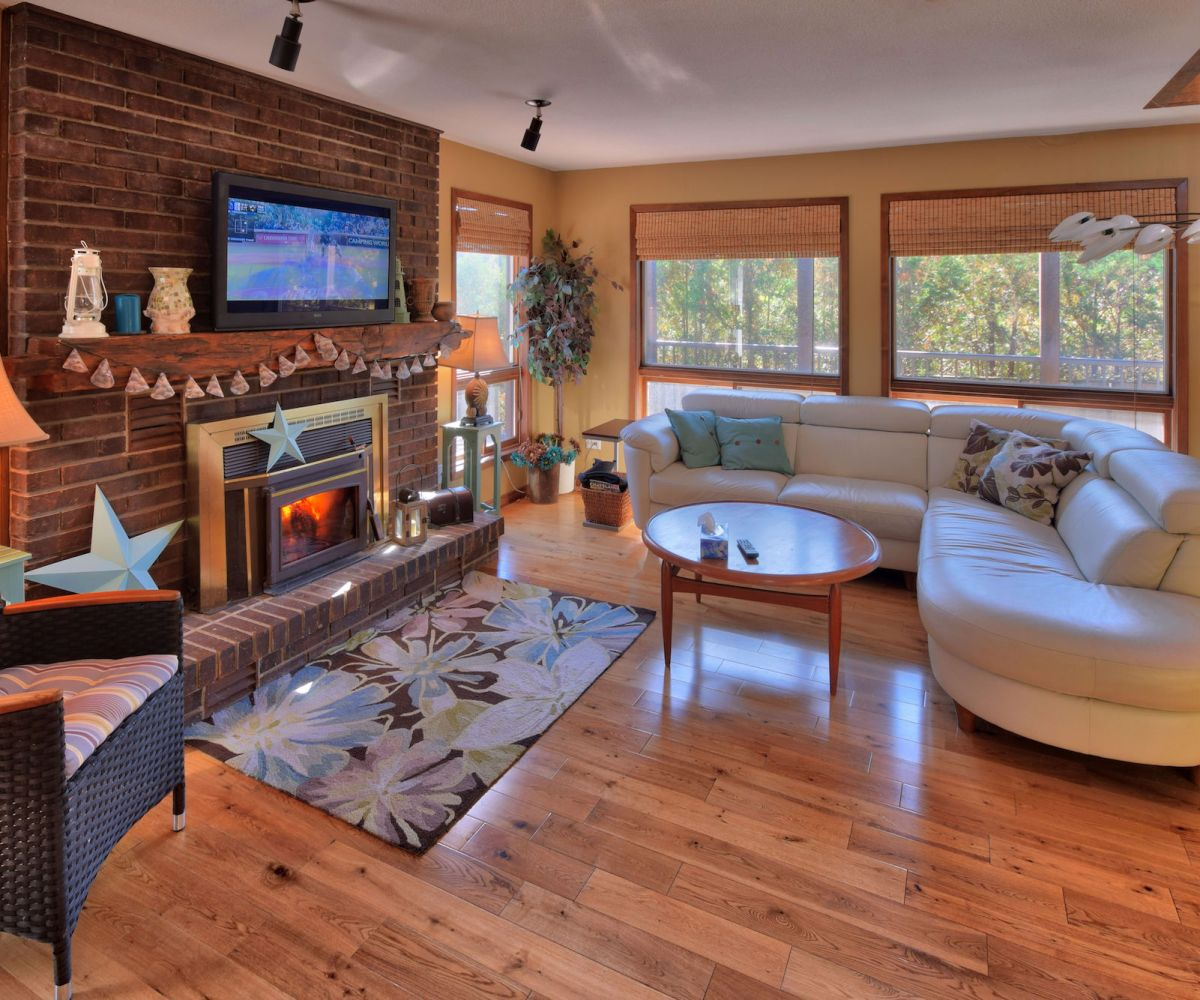 Grand Bend Luxury Cottage: 17 Shady Lane, Grand Bend ...