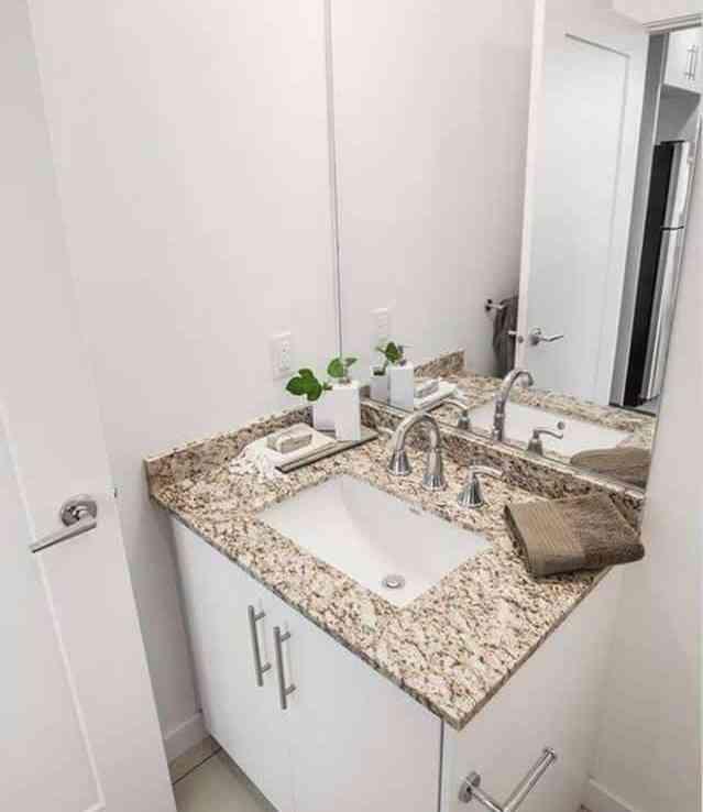 Pinnacle on the Park rentals san diego bathrooms