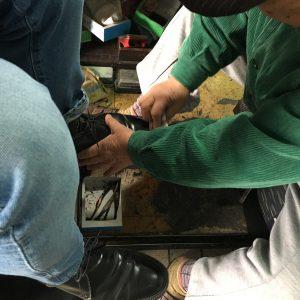 熊本駅構内の靴磨き屋さん