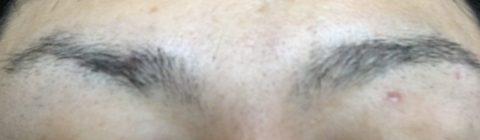 眉毛の剃り込み