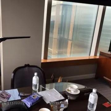 リッツ東京の部屋と午前の景色