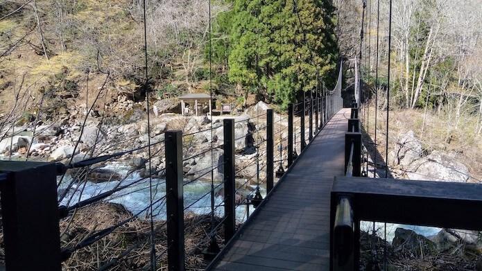 苗名滝前の吊り橋