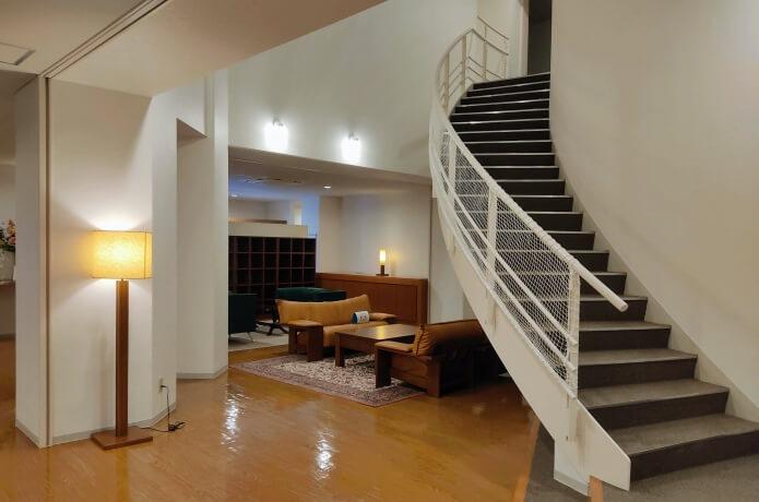 螺旋階段と休憩スペース
