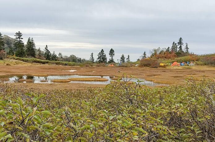 高谷池とテント場