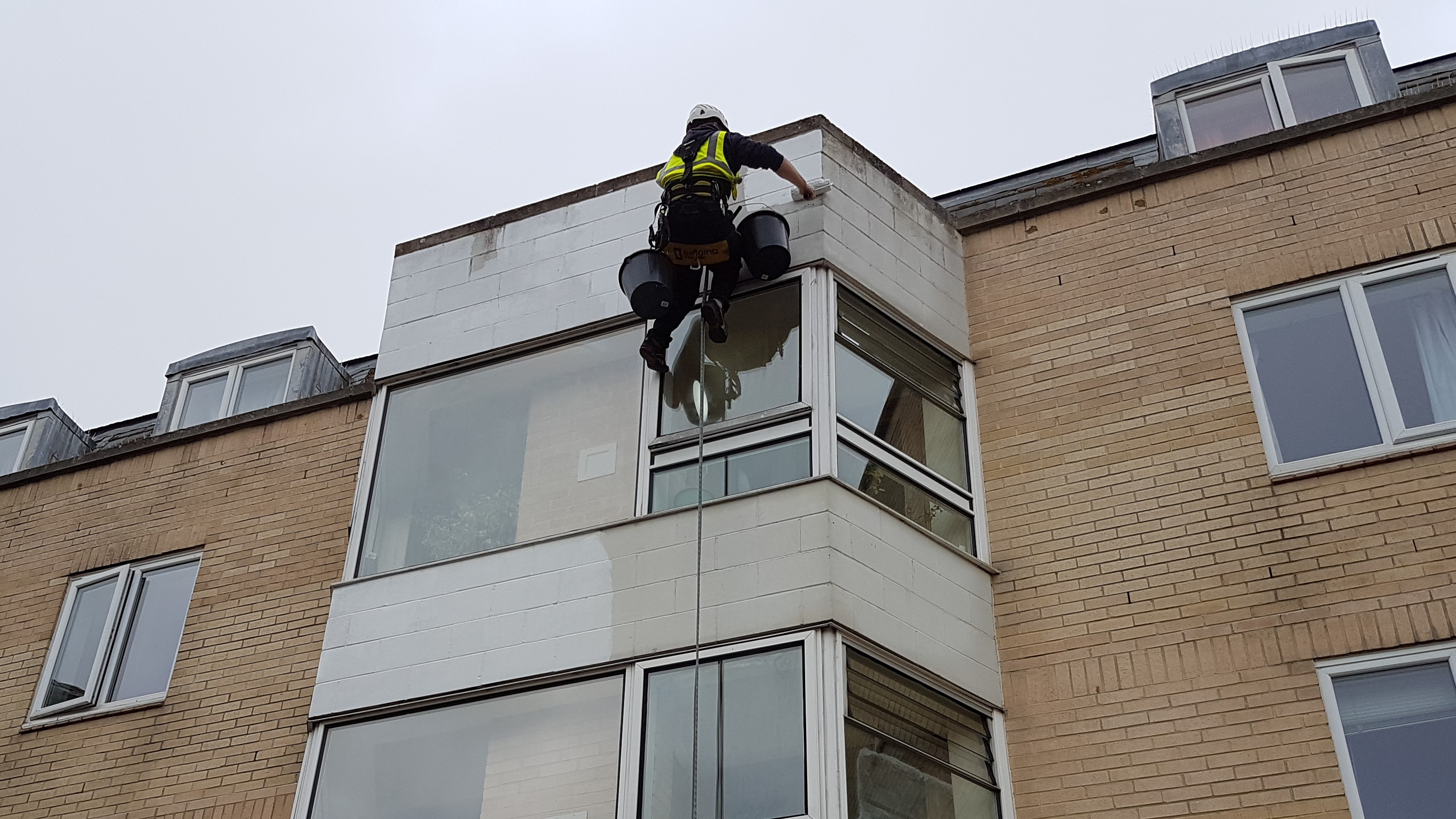 abseiling painting maintenance