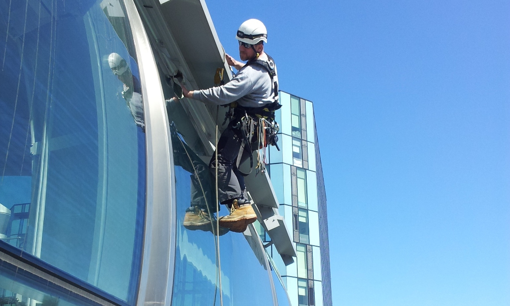 special window cleaning abseiling