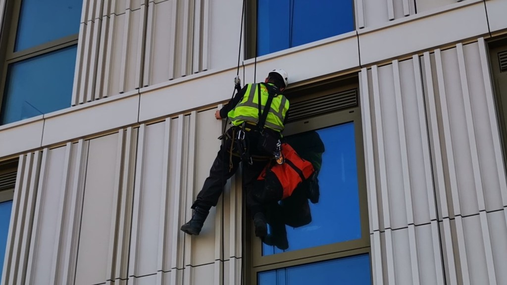 cladding snagging abseiling