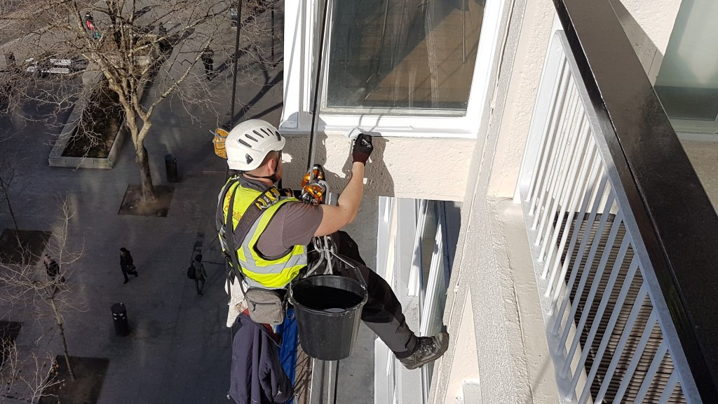rope access abseil window painting