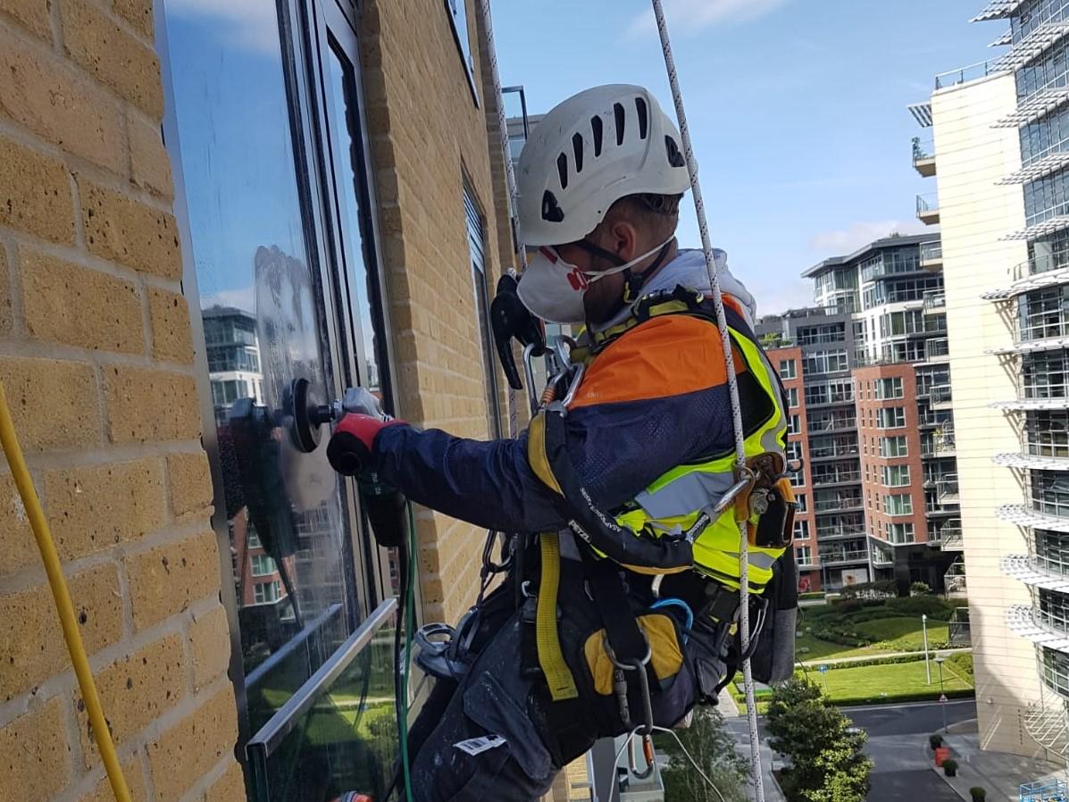 rope access glass polishing