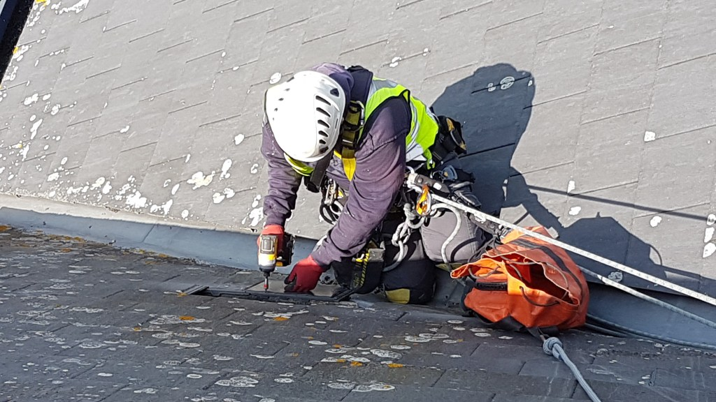 rope access roofing repair