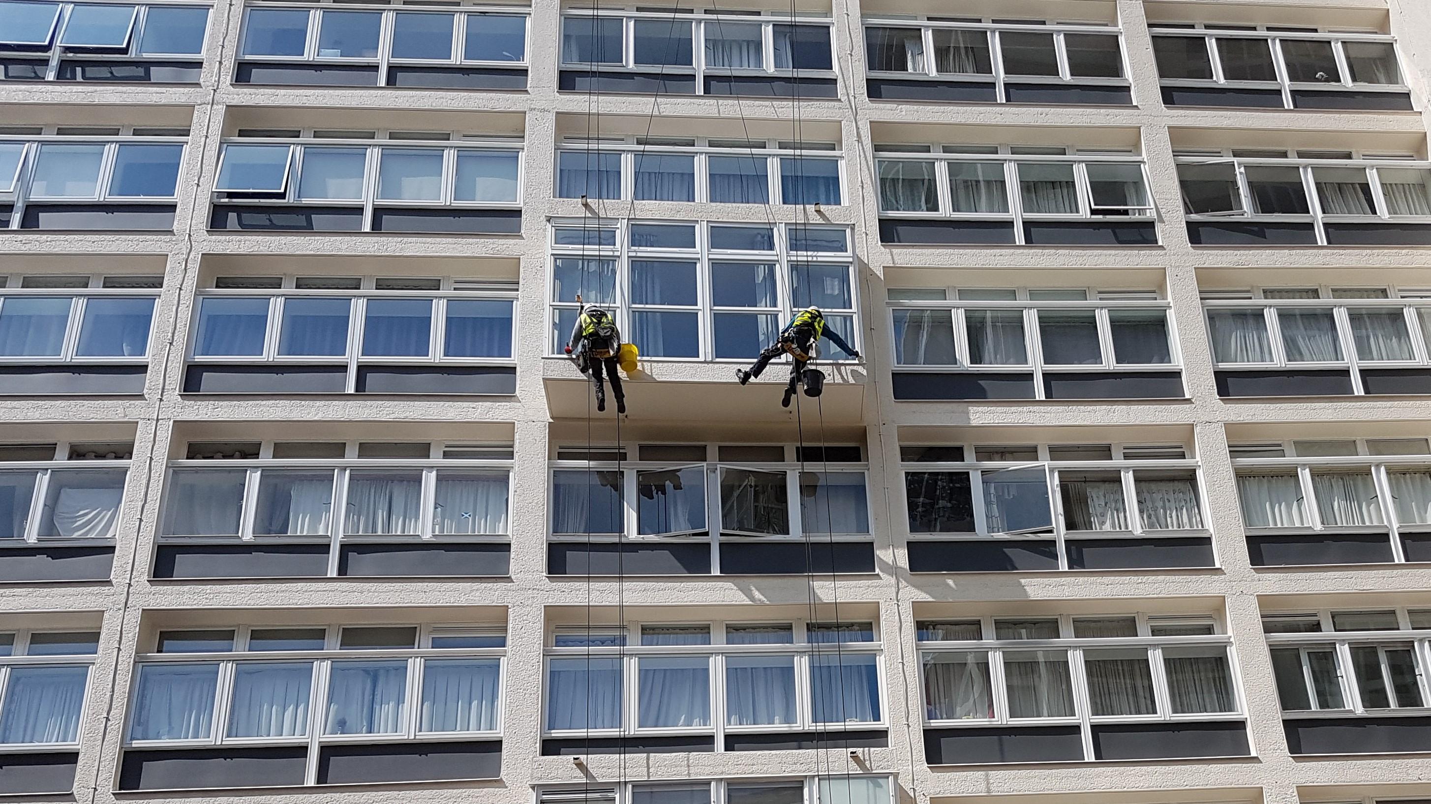 abseiling building painting repair