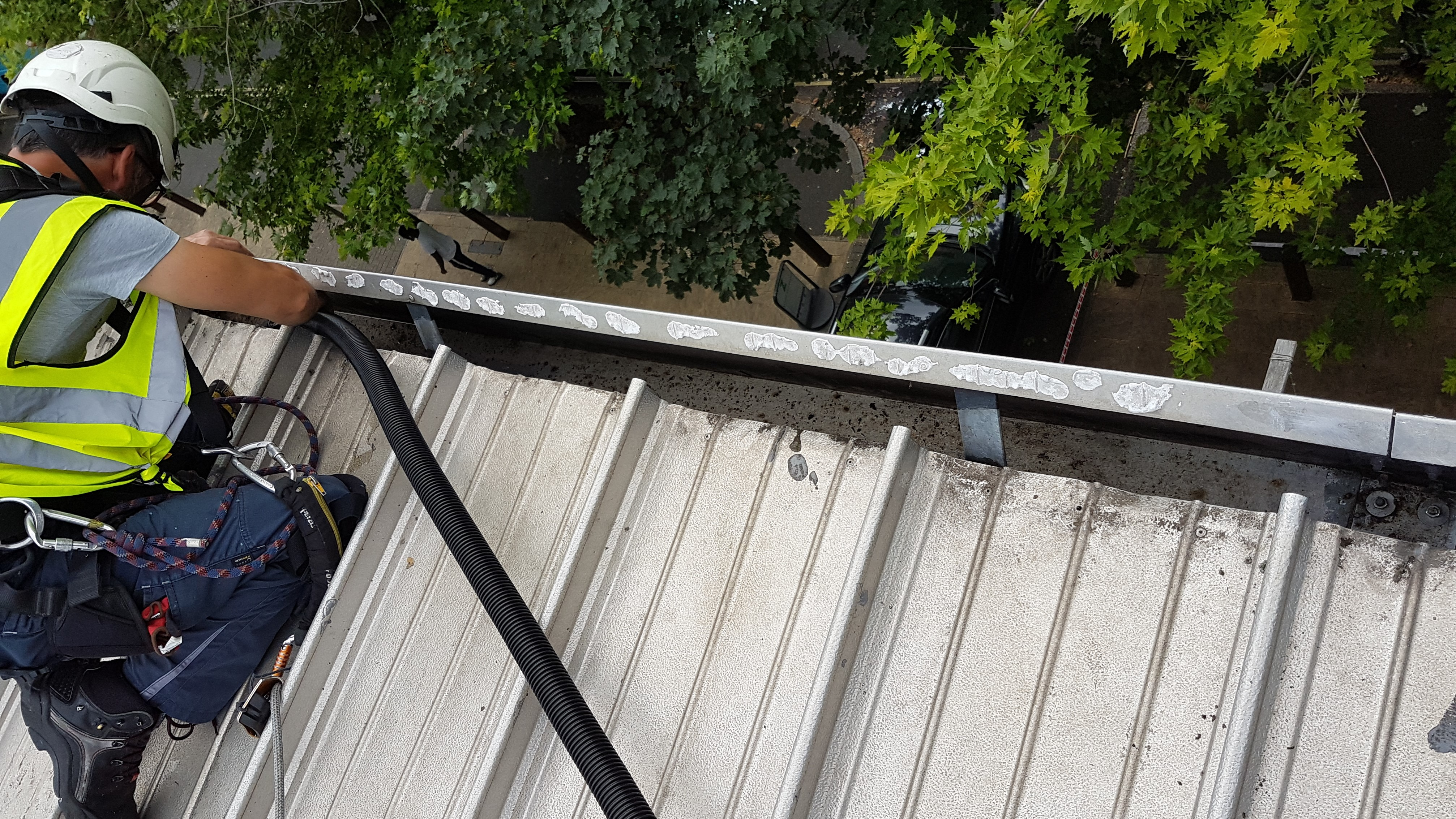 gutter cleaning rope access