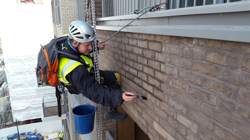 rope access brickwork painting tinting