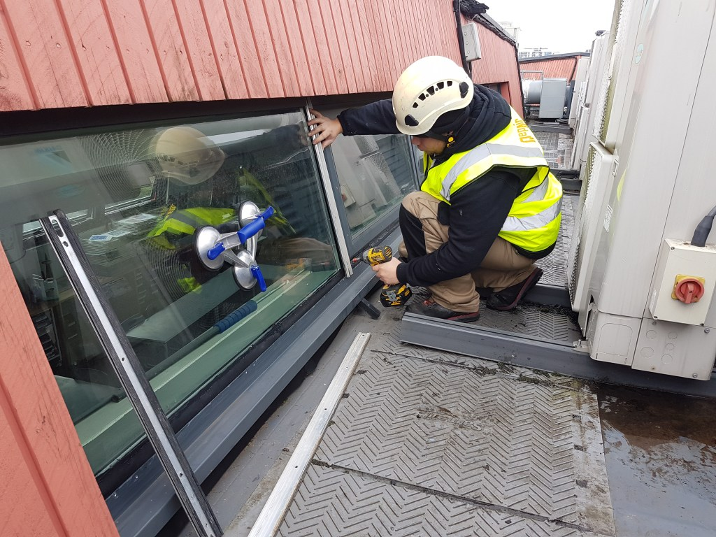 commercial glazing replacement