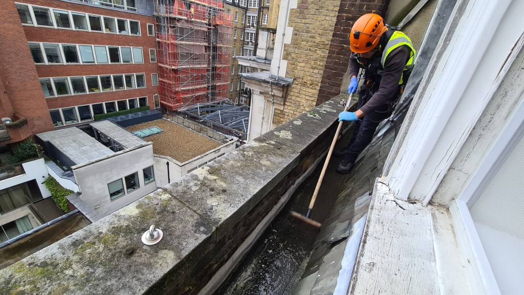 box gutter cleaning without scaffolding