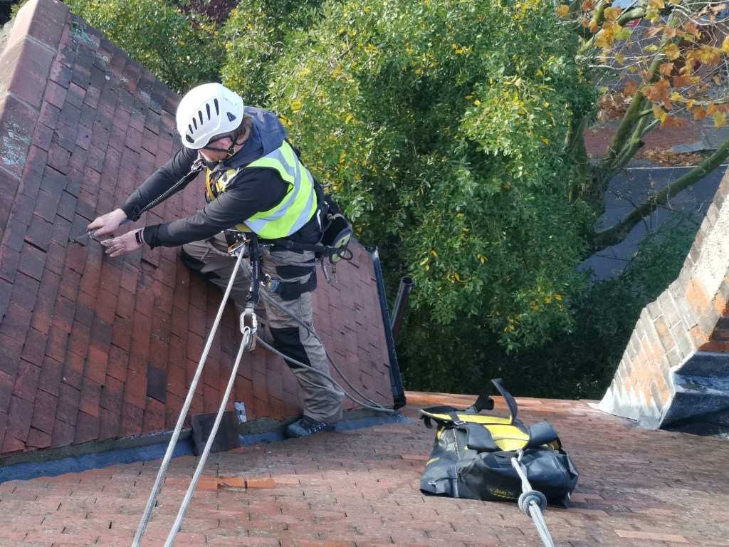 tiled roof repair without scaffolding