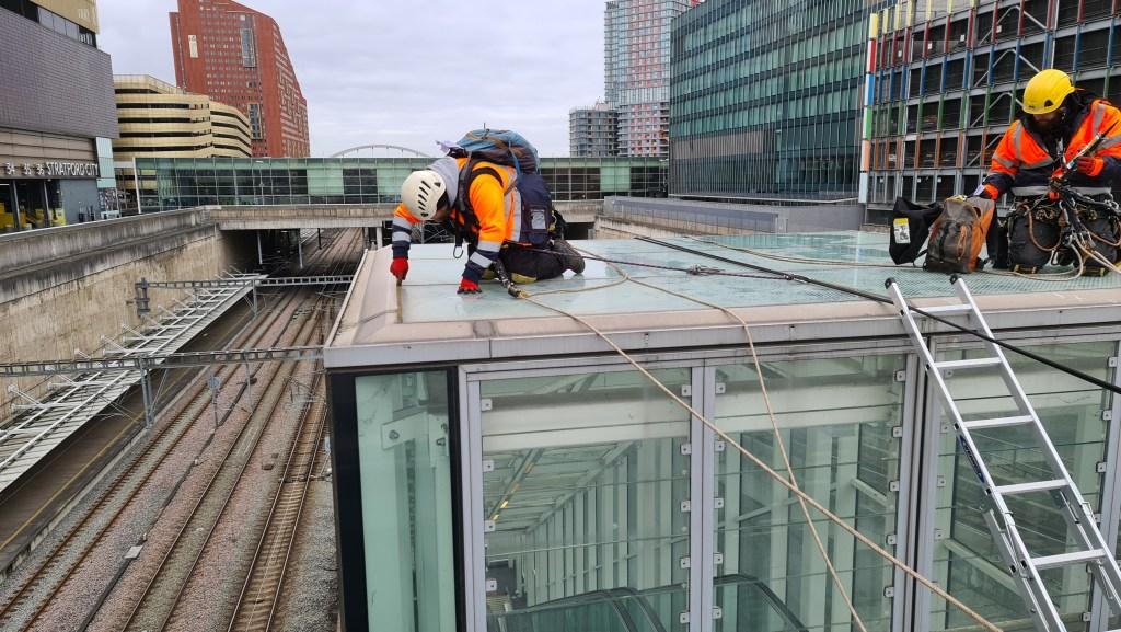 glass building maintenance