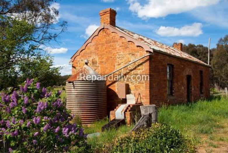 castlemaine log house