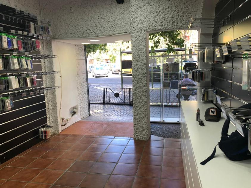 Tienda de móviles en la Plaza Costasol - Córdoba 3