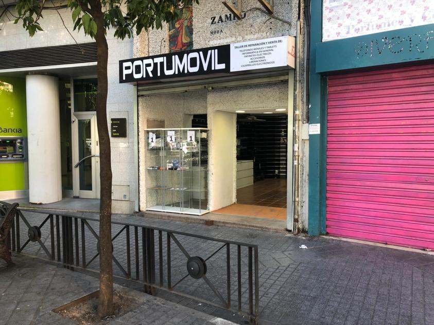 Tienda de móviles en la Plaza Costasol - Córdoba 1