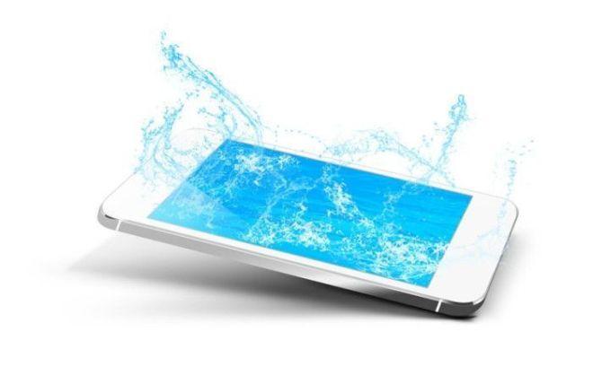 reparar móvil mojado