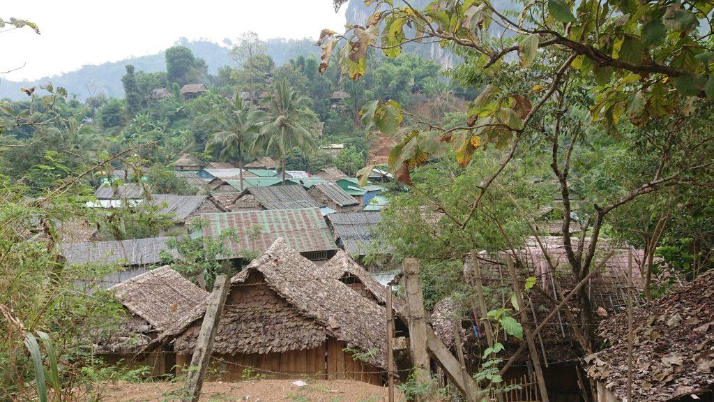 山岳民族の村全景イメージ